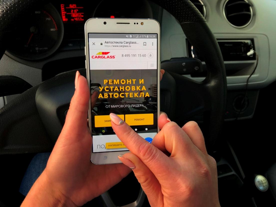 hands-mobile.jpg